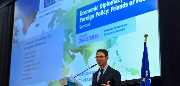 "European Commission's Vice President Jyrki Katainen unveils elements of a new strategy on Economic Diplomacy at the Seminar ""Economic Diplomacy and Foreign Policy: Friends or Foes?"", 25/02/2016. Credits: European Commission"